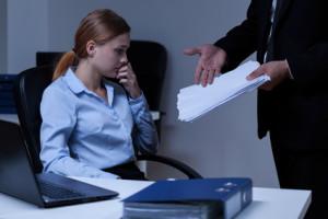 Eine außerordentliche und fristlose Kündigung kann auch aufgrund schwerwiegender Fehler bei der Arbeit erfolgen.