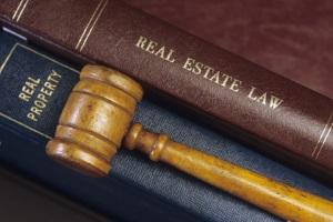 Außerordentliche Kündigung von einem Arbeitsvertrag: Verschiedene Gründe können sie rechtfertigen.