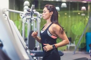 Wie Sie den Vertrag vom Fitnessstudio fristlos kündigen können, erfahren Sie in diesem Ratgeber.