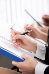 Oft entscheidet auch die richtige Formulierung über eine fristlose Kündigung und dessen Rechtskräftigkeit.