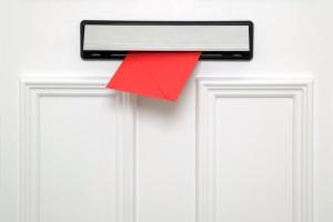 Fristlose Kündigung: Eine Zustellung sollten im besten Fall durch eine persönliche Übergabe erfolgen.