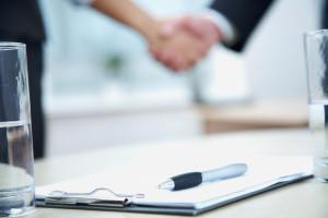 Ein klärendes Gespräch kann eine fristlose Wohnungskündigung verhindern.