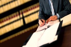 Mietnomaden - Was tun? Im Ernstfall kann ein Anwalt helfen.