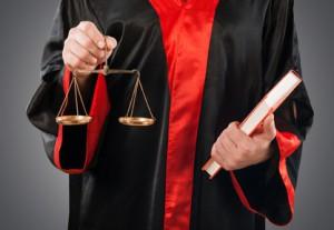 Ob laut Mietrecht eine fristlose Kündigung rechtens ist, klärt meist ein Richter.