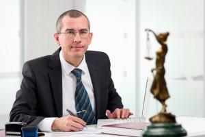 Ein Anwalt für Mietrecht kann Ihnen helfen, wenn es darum geht, Ihren Mietvertrag fristlos zu kündigen.